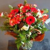 Bukiet kwiatów pachnący świętami